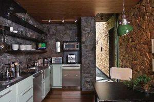 Искусственный кирпич в кухне фото